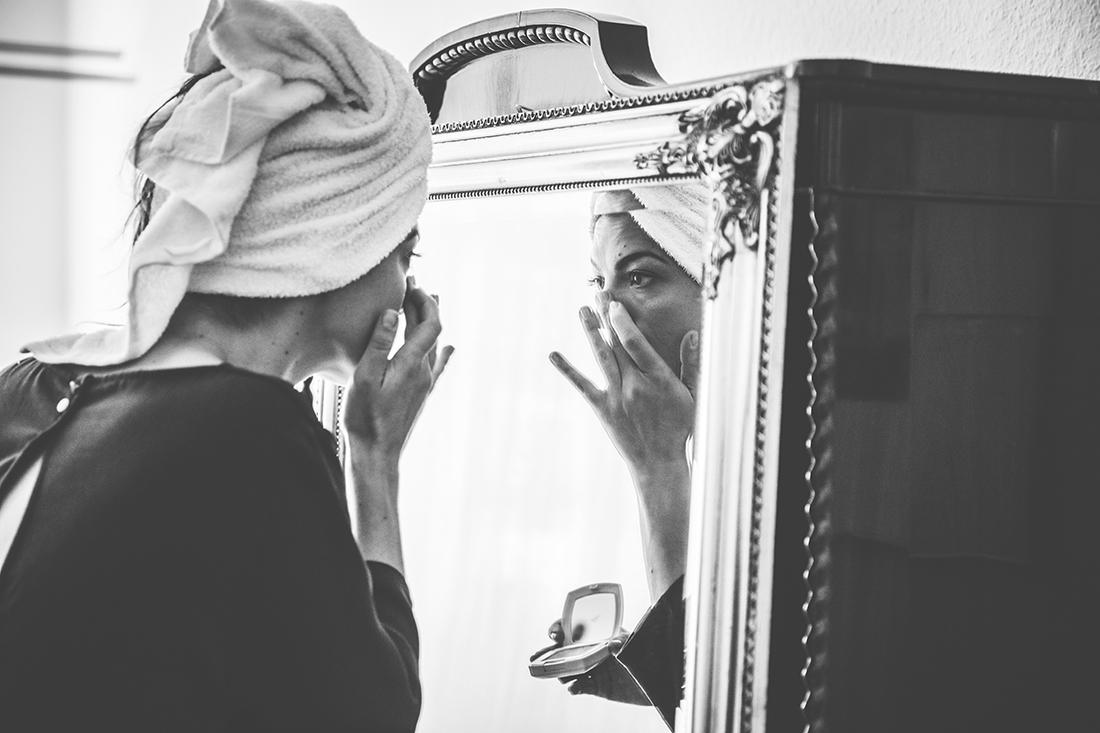 Getting ready_Fotos_Vintage_Hochzeitsreportage_Berlin © Hochzeitsfotograf Miriam Ellerbrake