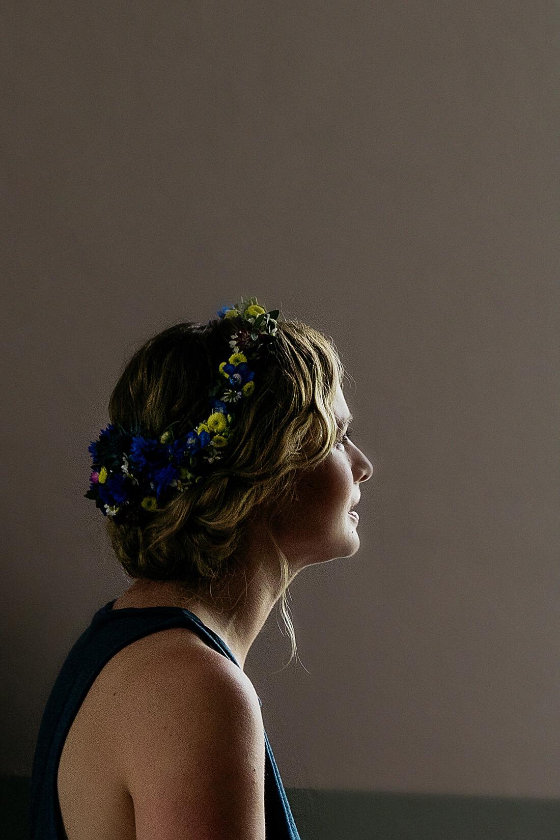 Brautportrait beim Getting Ready Hochzeitsreportage © Hochzeitsfotograf Miriam Ellerbrake 2018